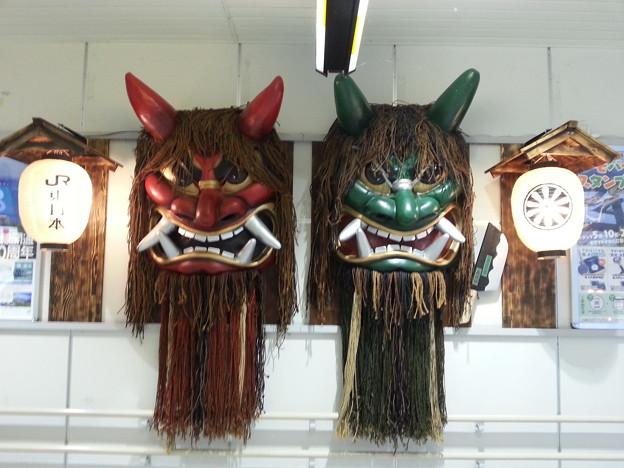 秋田駅で なまはげがお出迎え~(>_<)  悪いオタはいねかぁ~