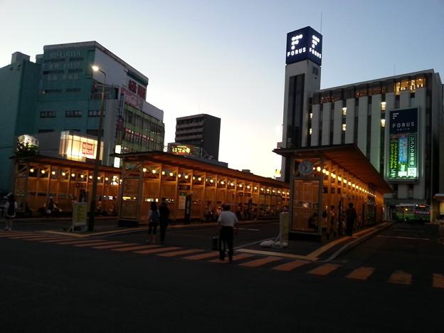 秋田駅前のバス停 モダンでおしゃれ♪