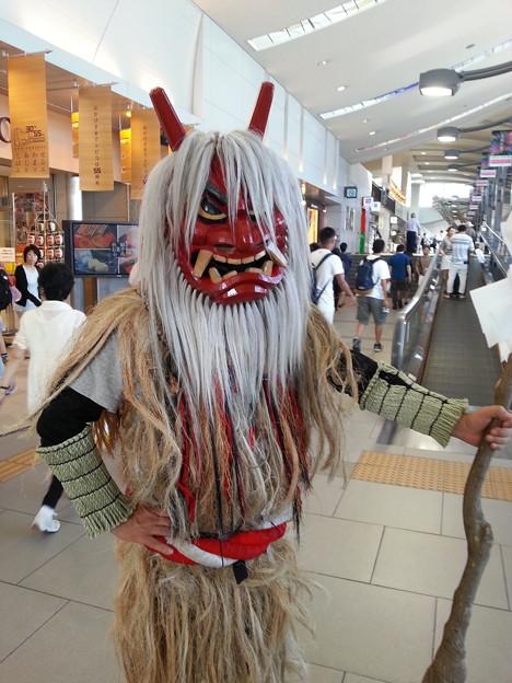 東京に帰る前に 最後 秋田駅でなまはげ見れて良かった(^-^)/