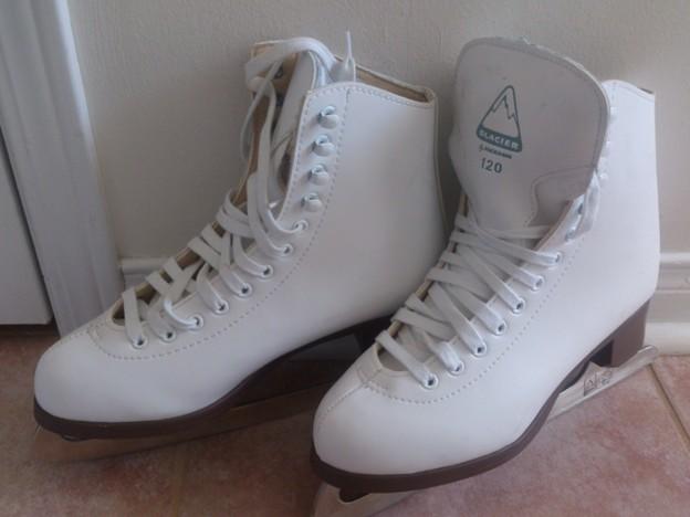 ※スケート靴 24cm $8