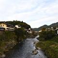 写真: 郡上八幡市・吉田川を見下ろす