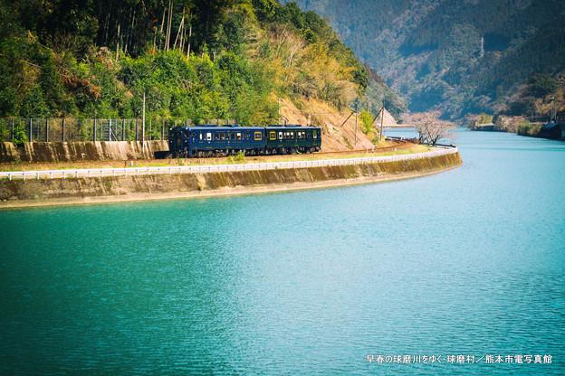 早春の球磨川をゆく。