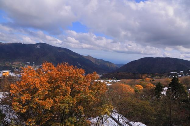 早雲山駅から 雪と紅葉