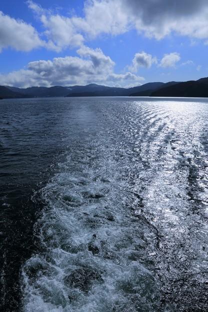 Photos: 芦ノ湖  船の航跡