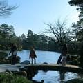 写真: お正月の兼六園 霞ヶ池 虹橋