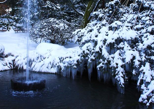 2008年の兼六園 噴水とツララ