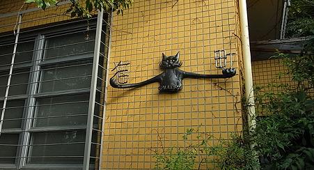 怪し猫がお出迎え