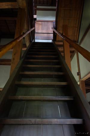 逆井城_08二階櫓-の中_階段-2188