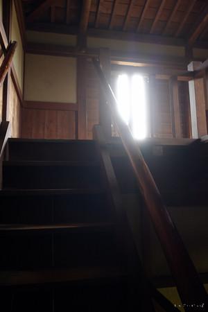 逆井城_08二階櫓-の中_二階へ-2189