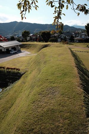 松代城_戊亥隅櫓から土塁を眺める-2400