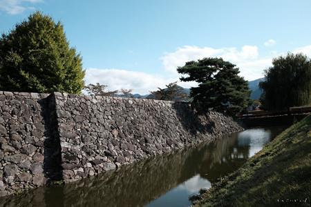 松代城_埋門から見た本丸石垣と内堀-2394