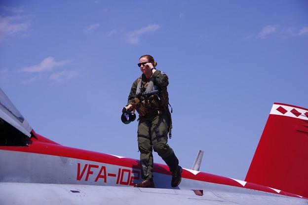 D-BACKSの戦闘機女性パイロット・・かっこええです。。