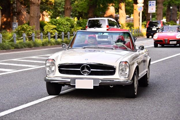 RALLY YOKOHAMA 名車 メルセデスベンツ 280SL。。20160521