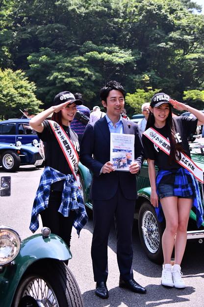 横須賀のイベントにも参加して美女と小泉議員。。20160529