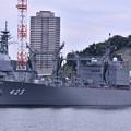Photos: 軍港めぐりの遊覧船に乗り。。吉倉桟橋に停泊中の補給艦ときわ