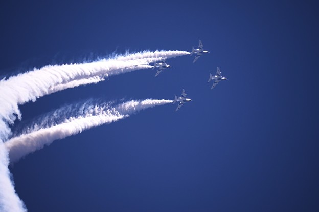 航空ページェント予行。。ブルーインパルス チェンジオーバーループへ 丘珠の空
