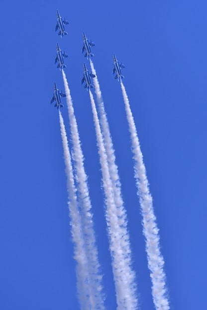 航空ページェント予行。。ブルーインパルス デルタループへ 丘珠の空