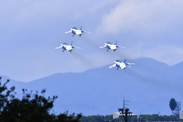 三沢空港デッキから見えるブルーインパルステイクオフ。。予行練習