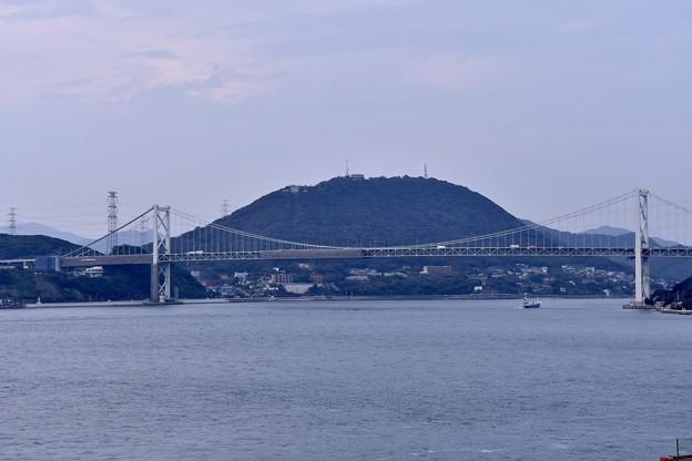 門司港から見る関門海峡大橋。。左は山口県 右は福岡県 20161007