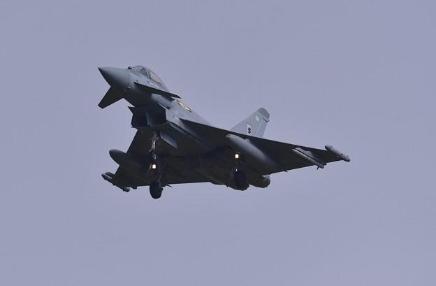 まるでイカに見える機影。。降り イギリス空軍タイフーン 20161024