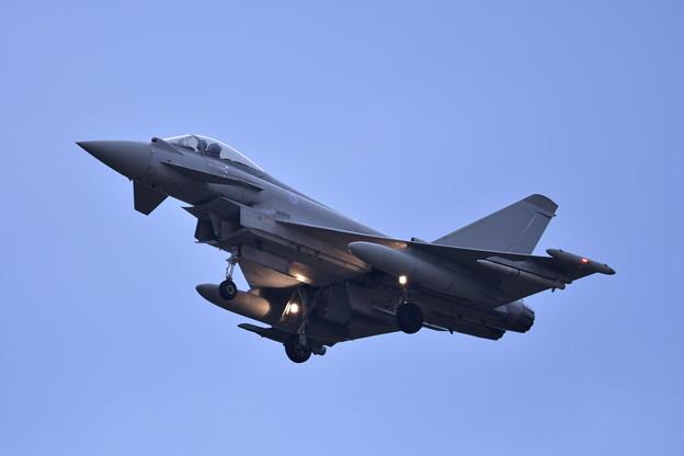 不気味な機影のイギリス空軍タイフーン。。三沢基地アプローチ20161024