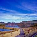 宮ヶ瀬ダム湖畔の長いつり橋。。と青い空。。20161120