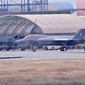 チェックを受けて仮設ハンガーへ移動するステルス戦闘機F-35。。20170208