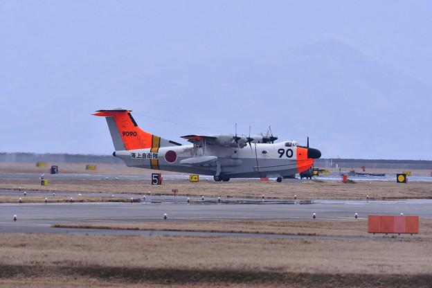 ある日の岩国基地。。海上自衛隊新旧の飛行艇 US-1A ローカルから帰投 20170208