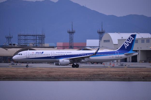 ある日の岩国基地。。錦帯空港かたANA新鋭機エアバスA321。。タキシング20170208