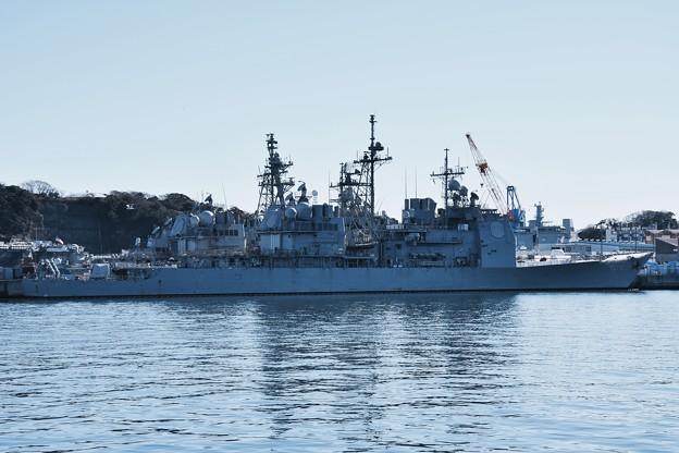 軍港めぐりから見る米海軍ミサイル巡洋艦シャイロー。。20170212