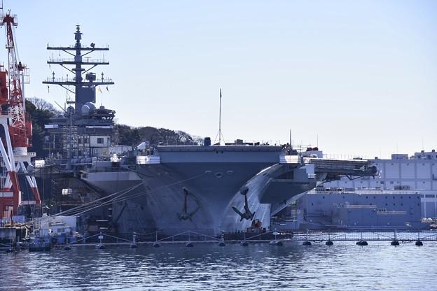 軍港めぐりの特権。。正面からの米海軍 原子力空母ロナルドレーガン メンテナンス中20170212