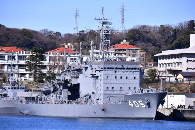 長浦港に接岸されている潜水艦救難母艦ちよだ。。軍港めぐりから 20170212