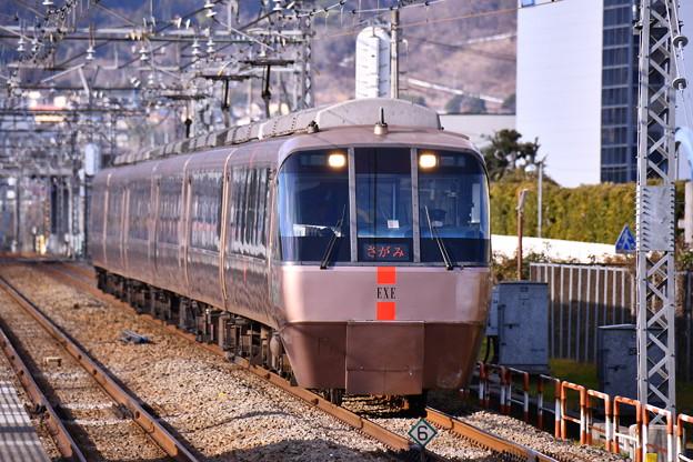 夕方の開成駅から小田急ロマンスカーEXE さがみ号 20170219
