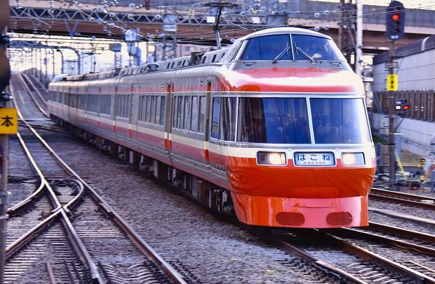 結構いい速度で海老名駅通過。。小田急ロマンスカーはこね号新宿行き 20170219