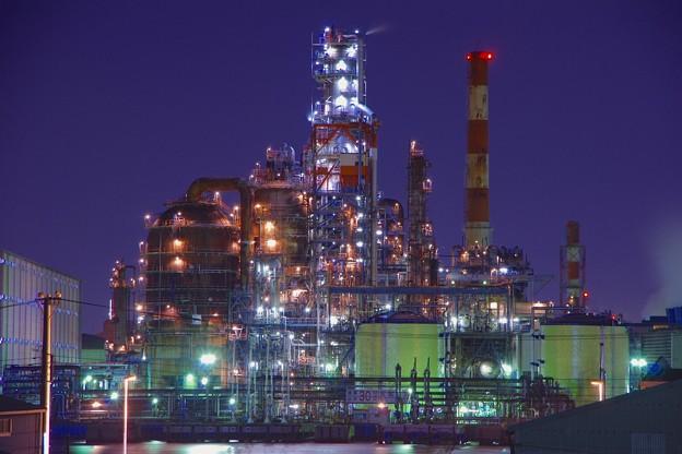 不気味に光る東亜石油の分解装置フレキシコーカー 20170304
