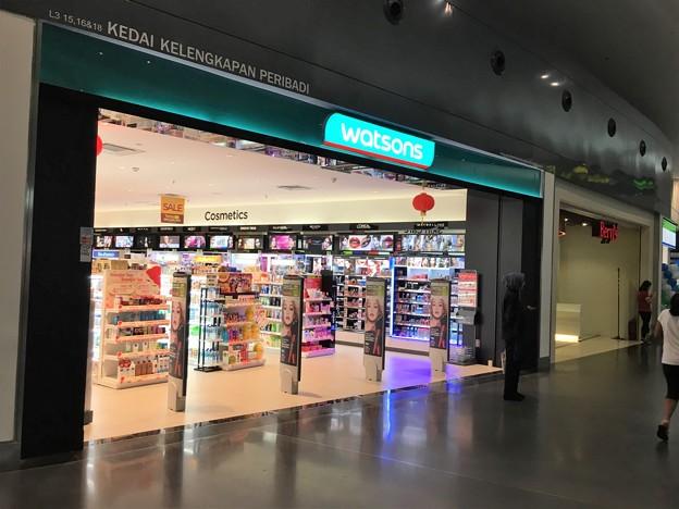 クアラルンプール空港のファミリーマートとセブンイレブン (2)