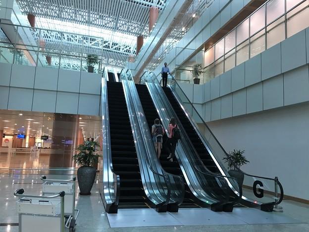ヤンゴン国際空港 綺麗です (7)