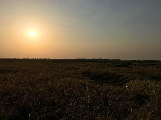 雄大な台地と沈む夕日と深夜の作業 (6)