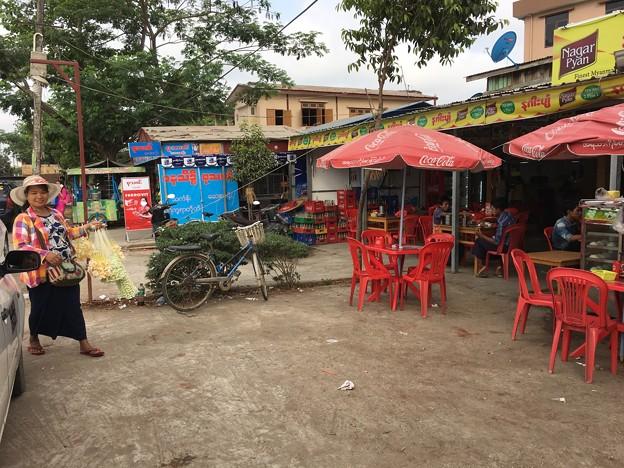 イーストダゴンのオープンカフェ (2)