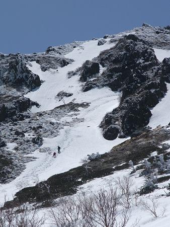 急斜面を登る