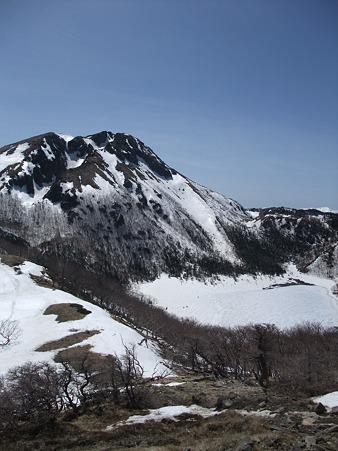 真っ白な五色沼と白根山