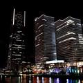 写真: 夜の横浜