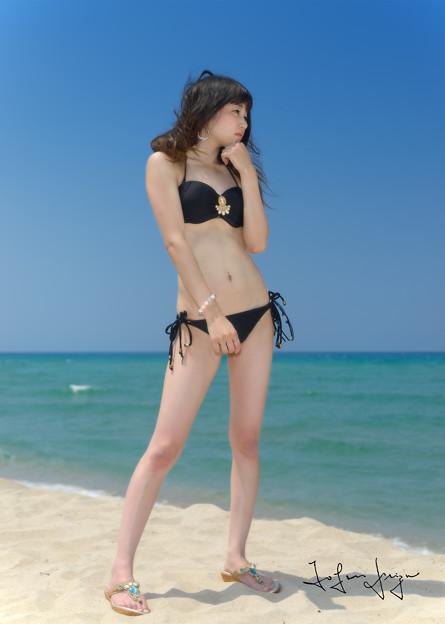 ともみビーチ黒水着全身S