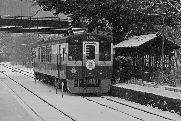 雪の沢入駅にて