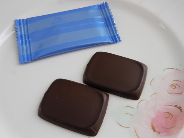 写真: 森永製菓*ビフィズス菌チョコレート3