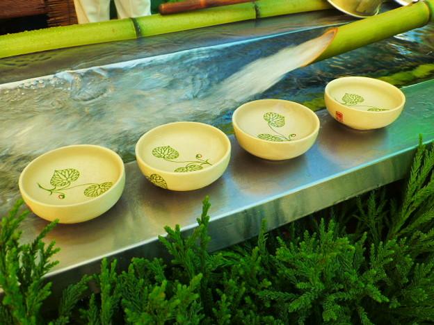 Photos: 御手洗池の水(御神水)の接待