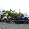 写真: 西宮神社前での入場制限