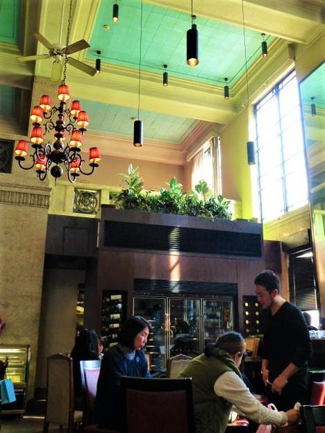 写真: 元銀行のカフェレストラン@E.H BANK