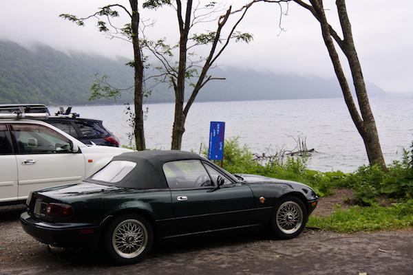 支笏湖とユーノスロードスター