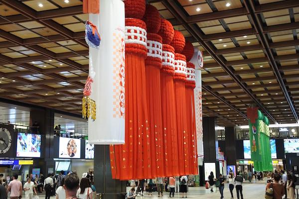 仙台駅はすでに七夕祭りの雰囲気